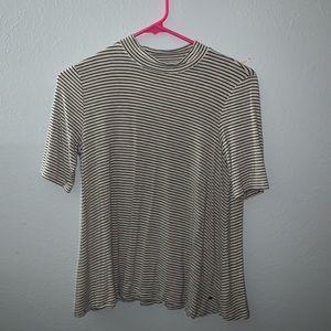AEO neck flowly shirt